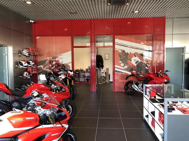 Ducati Verona - Red Bike Srl - Verona - Il mestiere di vendere desideri a due ru - Subito