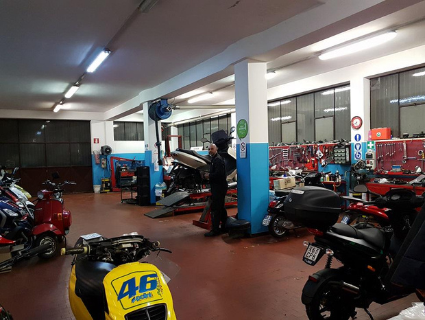 D'AMBROSI UMBERTO & C. SNC - Schio - Negozio moto accessori Ricambi originali - Subito