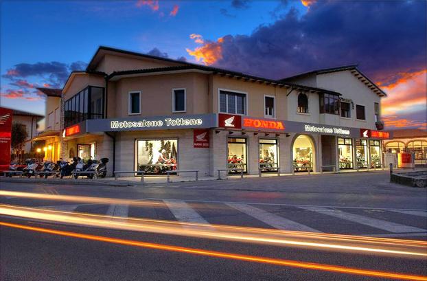 Motosalone Tottene - Bassano del Grappa - Motosalone Honda Tottene dal 1932  esclu - Subito