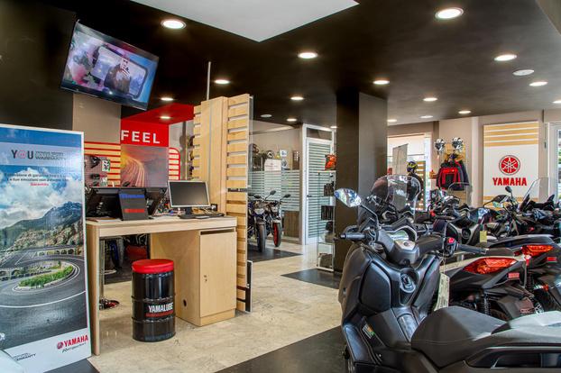 TRENDY MOTO SRL - Rende - Aquistamo moto  e scooter con pagamento - Subito Impresa+