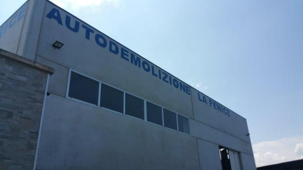 DEMOLIZIONE LA FENICE di Pellegrino Costantino - Corigliano d'Otranto - La Ns. Azienda offre i seguenti servizi: - Subito